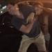 【恐怖】Uberの男性にゾンビのように噛みつくキ●ガイ女の暴行現場・・・