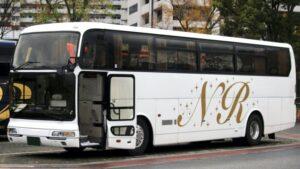 【画像】バスで大股開いて寝てる女の子、中身丸見えなんやが…
