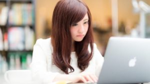 【画像】日本の女子、働くだけで命懸けだったwwwwww