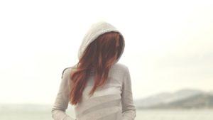 【画像】こういう、ケツ隠れるパーカー女ってめちゃシコだよなww
